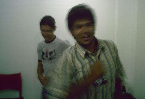 Numa dança frenética, Mourão e Elodir.